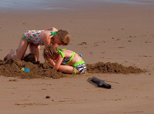 slider-kids-digging-sand