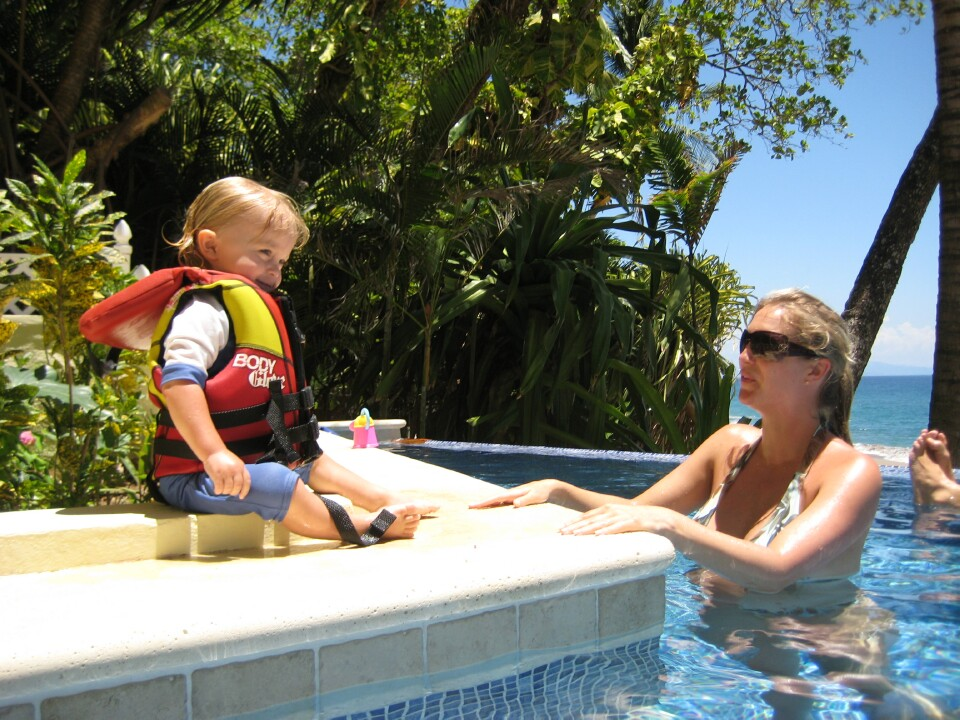 slider-mother-son-in-pool