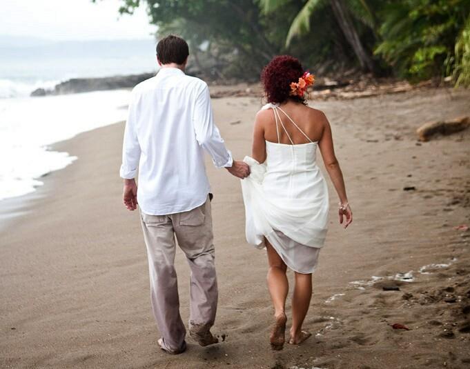 slider-vow-renewal-couple-beach2