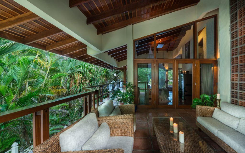 main-master-garden-patio-2