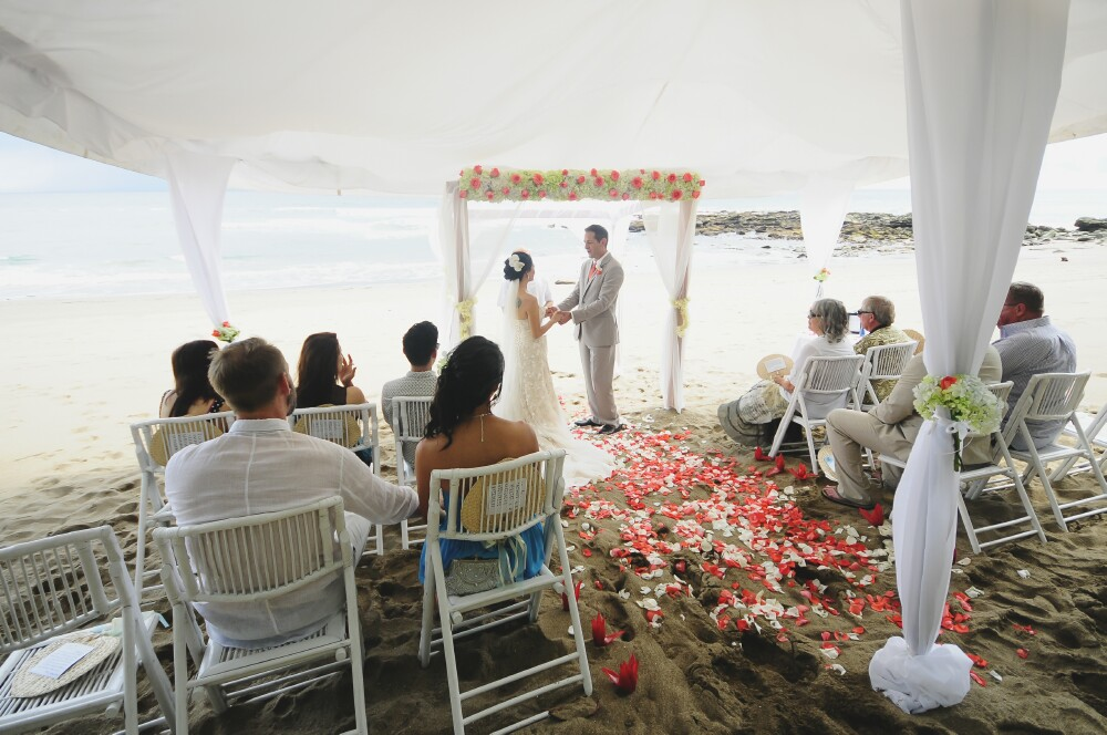 beach-wedding-ceremony-costa-rica