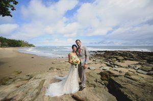wedding-couple-beach-costa-rica